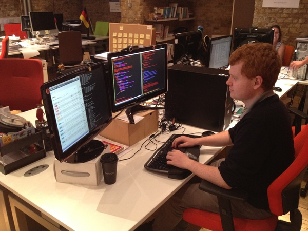 Nestoria intern Vincent hacking some Perl